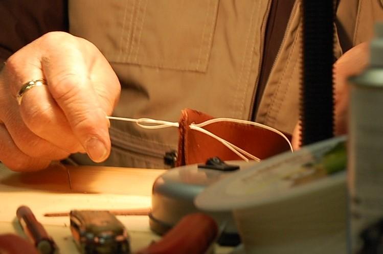как сшить кожу.  Изготовление кожаных ножен.